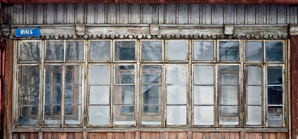ZABYTKOWA ZABUDOWA RYNKU W ALWERNI, fot. M. Łuczak (2010) ©